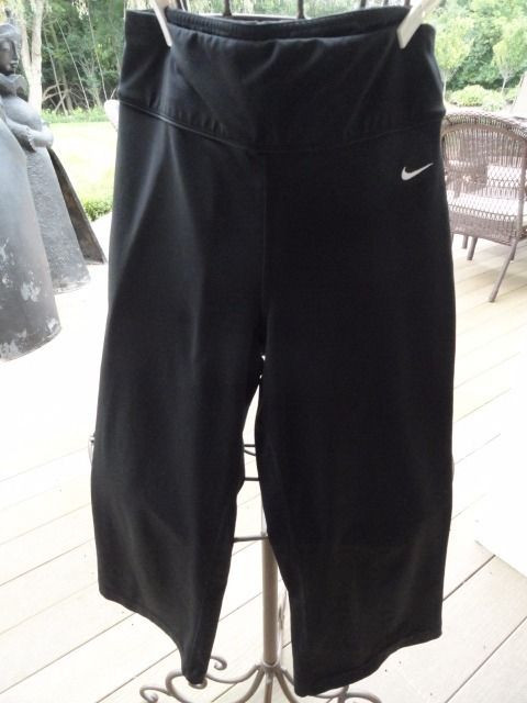Women's Nike Black Yoga Running Calf Length Work Out Pants Small Preowned Ex Con