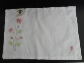 Vtg  Madiera White Flowered Dacron Polyester 4 Placemats Size 13x19 NWT Portugal