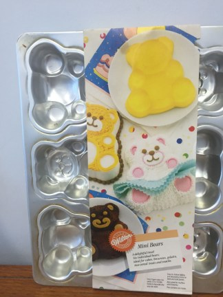 1991 Wilton Mini Bear Cake Pan #2105-9437 Needs A Good Cleaning