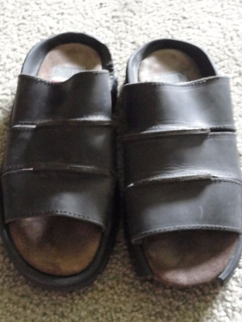 Men's AEROSOLES  Brown Leather Slip On Sandals Shoes Italy Size 8 M Great Cond