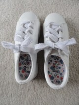 BASIC EDITION WHITE ATHLETIC SHOE White & Silver Laces Size 2 1/2 NWOT