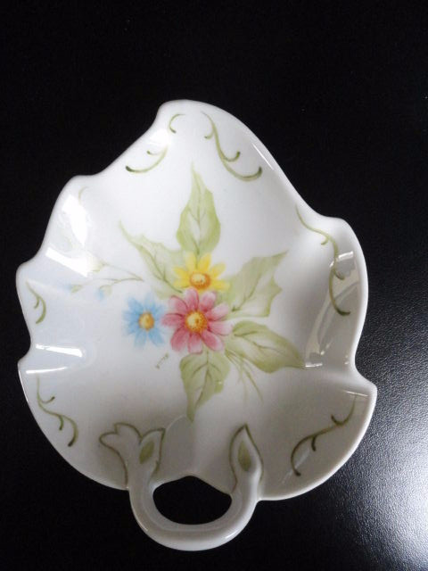 1814 HUTSCHENREUTHER Germany China Trinket Leaf Dish With Handle Floral Mint