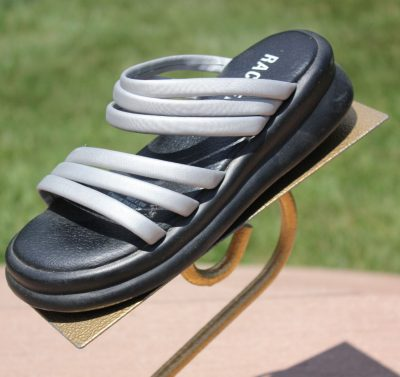 Girls RACHEL Gray & Black Strap Pre-Owned Sandals Size 2 M Great Condition