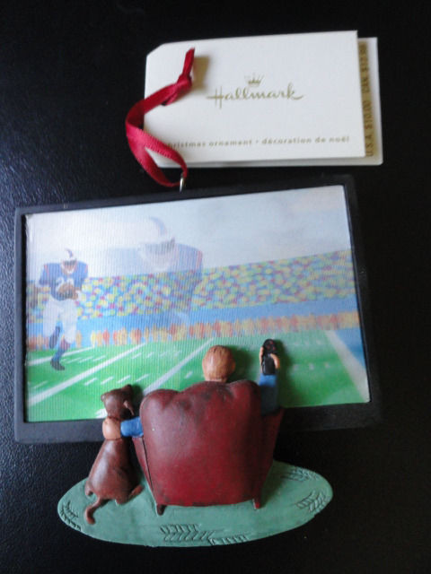 Hallmark Football Halogram TV Screen Man Chair Dog Remote Controler Mint 2008