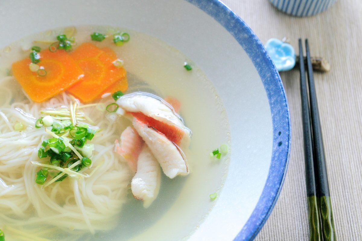 一碗湯清味厚的鮮魚麵線