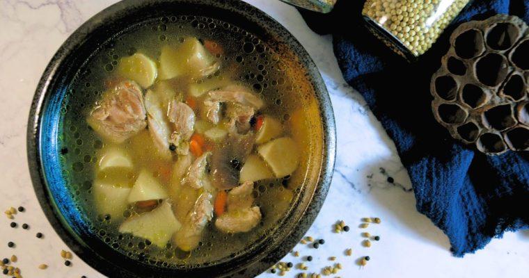 芫荽與胡椒的親密關係:馬告雞湯