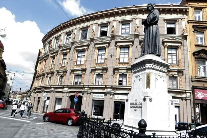 Kuća Rosenfeld i spomenim Andriji Kačiću Miošiću