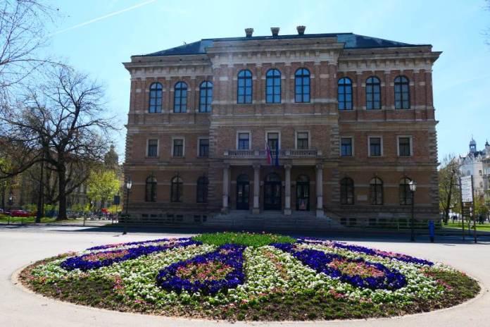 Palača HAZU-a  - prva važna institucija izvan Gornjeg grada