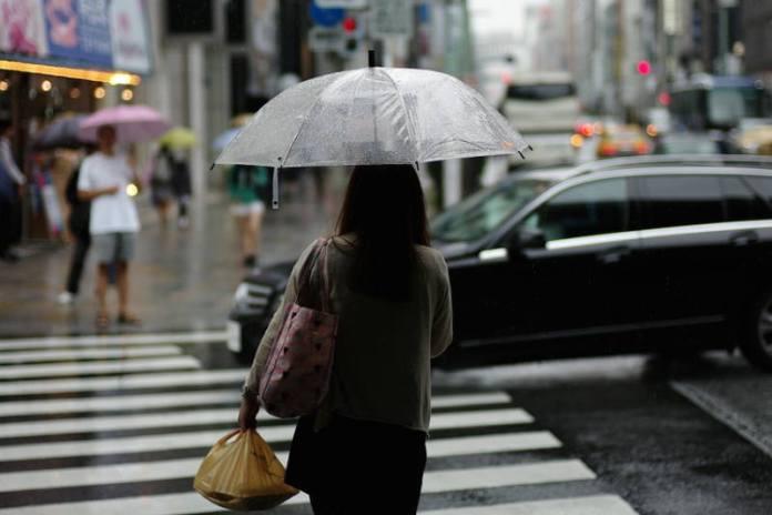 Kiša - kišobran - žena na kiši