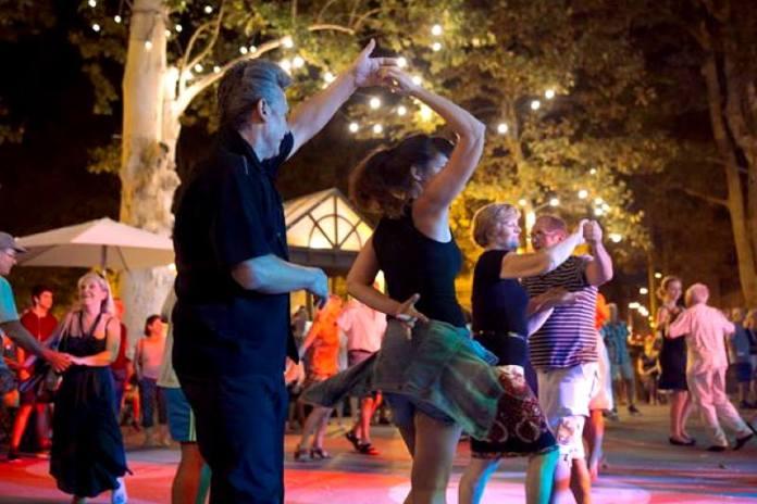 """Počinju """"Plesne večeri na Zrinjevcu"""", ove godine uz glazbu i ples nude i zanimljiv filmski program"""