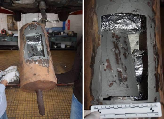 MAŠA U AKCIJI: Pogledajte kako je policijski pas u parkiranom Citroenu otkrio 2,2 kg heroina [FOTO&VIDEO]