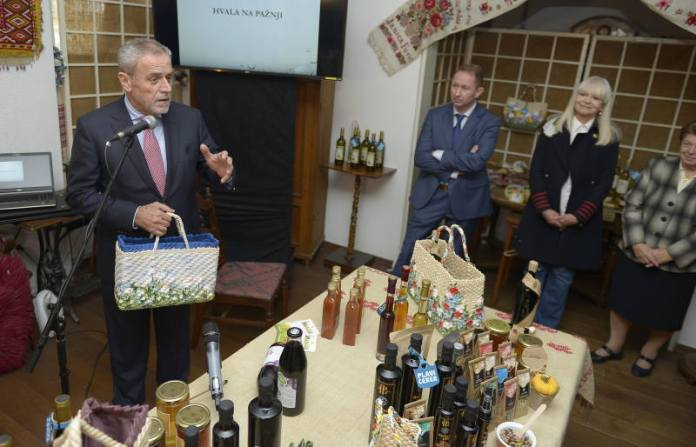 "PREDSTAVLJEN ""PLAVI CEKER"": Zagrebačka oznaka kvalitete prehrambenih proizvoda"