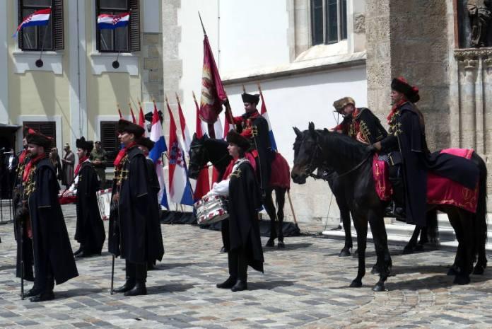 DAN DRŽAVNOSTI: Na Markovom trgu održana Velika smjena straže, s Medvedgrada ispaljeni plotuni
