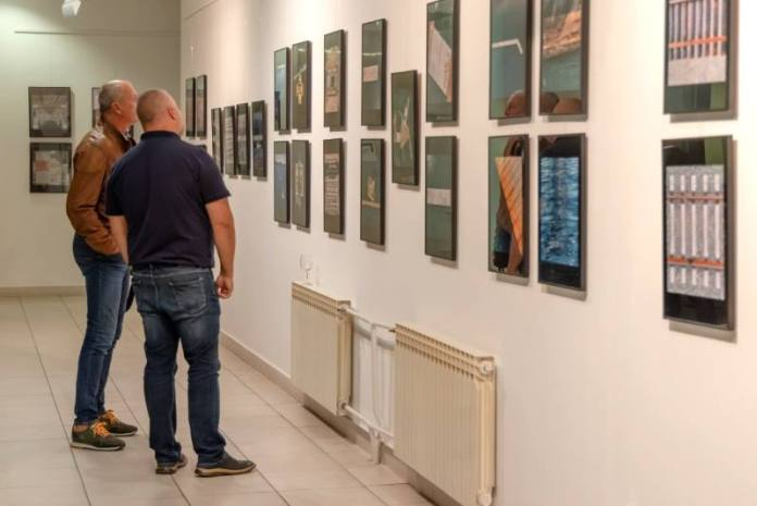IZLOŽBA DARIJA BAJURINA: Pelješki most, pristaništa i pruge iz artističke perspektive
