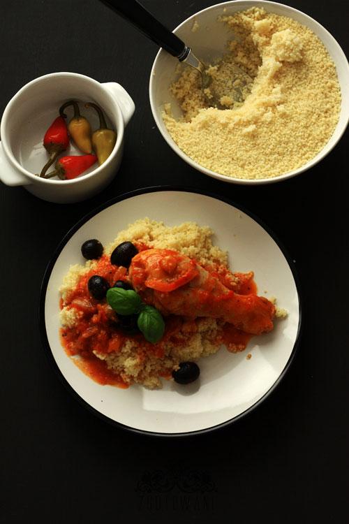 kurczak-w-sosie-pomidorowym-z-oliwkami-1