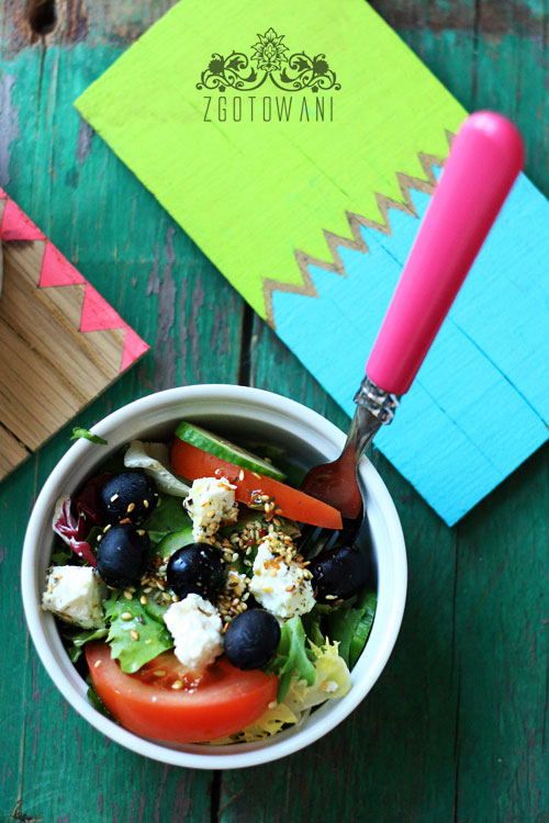 salatka-z-kozim-serem-w-sezamie-3