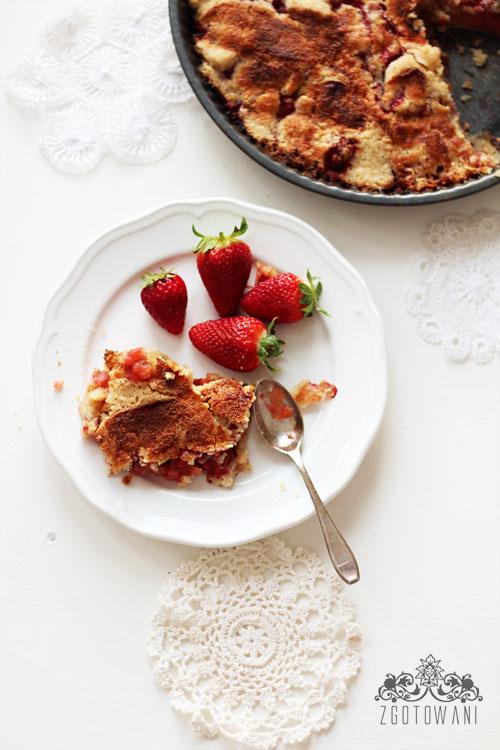 ciasto-sypane-z-jablkami-i-truskawkami-4