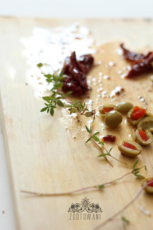 focaccia-z-mozzarella-i-suszonymi-pomidorami-7