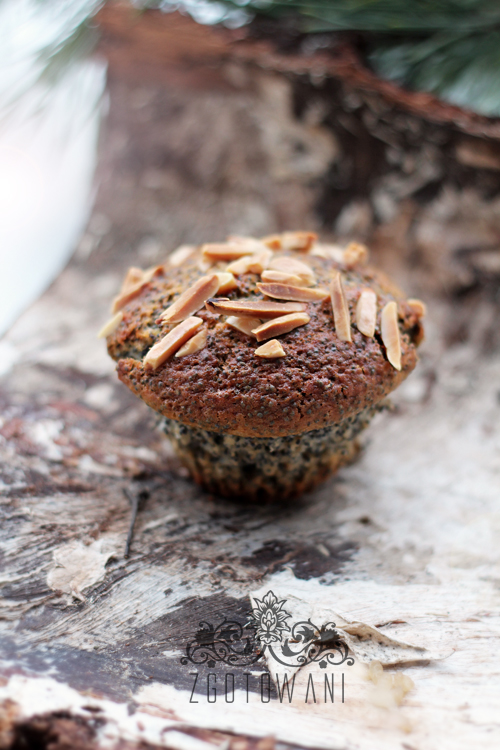 swiateczne-muffinki-z-makiem-i-migdalami-7