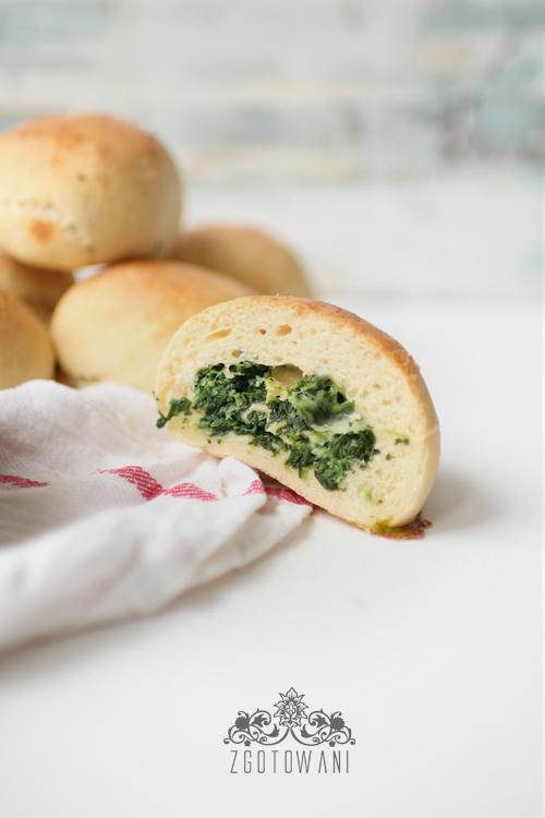 drozdzowe-buleczki-ze-szpinakiem-3