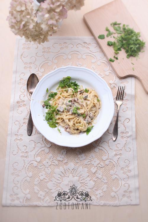 Spaghetti carbonara z pieczarkami