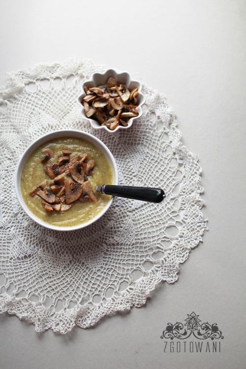 zupa-krem-z-brokulow-i-selera-naciowego-z-pieczarkami-3