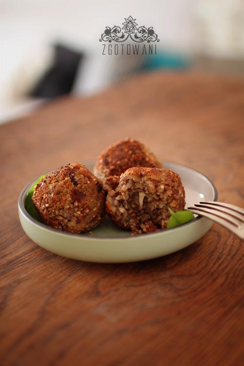 kotleciki-z-kaszy-gryczanej-z-suszonymi-pomidorami-i-mozzarella-3
