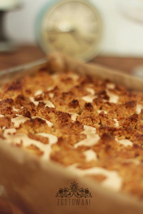 ciasto-z-gruszkami,-pianka-i-kruszonka-1