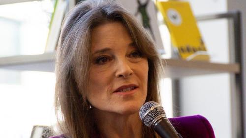 """Marianne Williamson Admits """"Conservatives Are Nicer"""" In Hot Mic Moment"""