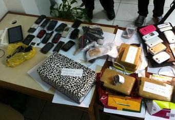 Agente penitenciária é presa suspeita de tráfico de drogas Divulgação/Polícia Civil