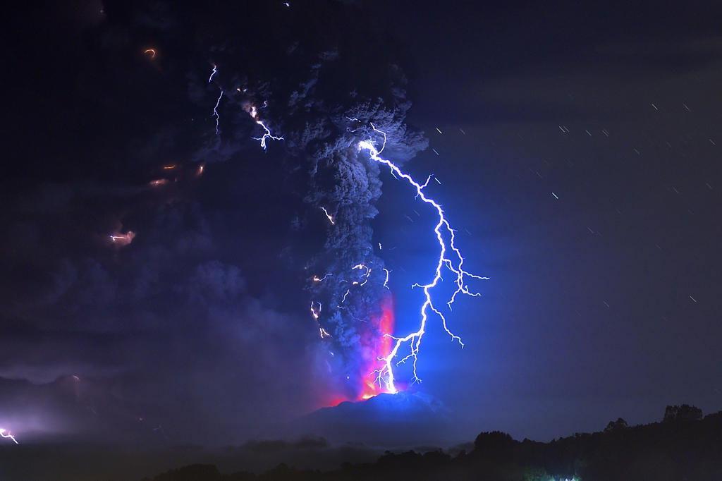Chile mantém alerta para nova erupção do vulcão Calbuco MARTIN BERNETTI/AFP