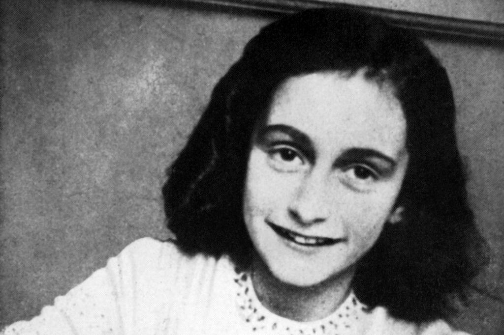 Poema de Anne Frank é vendido por 140 mil euros em leilão AFP/AFP