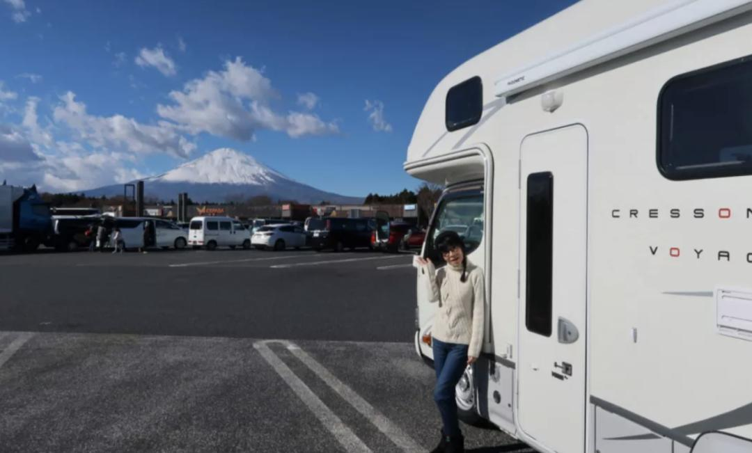 29歲小夥和54歲寡婦相愛:不辦婚禮開房車環遊世界