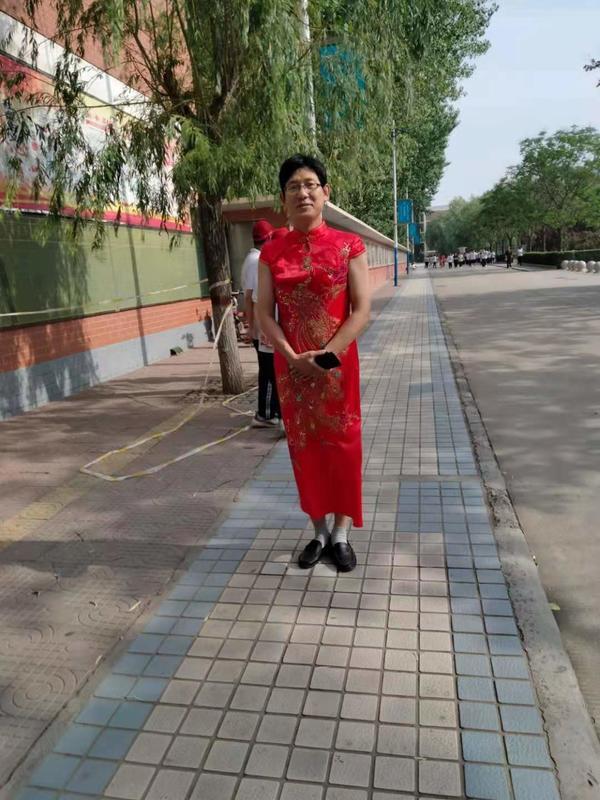 """老師穿旗袍為學生應援""""出圈兒"""":沒想到會火"""