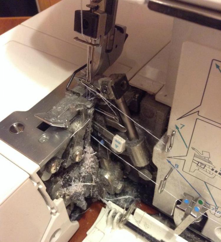 Как почистить швейную машинку (Шитье и крой)