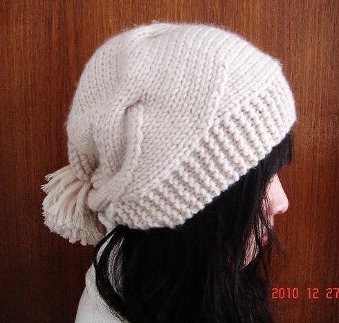 Интересная женская шапочка (Вязание спицами)