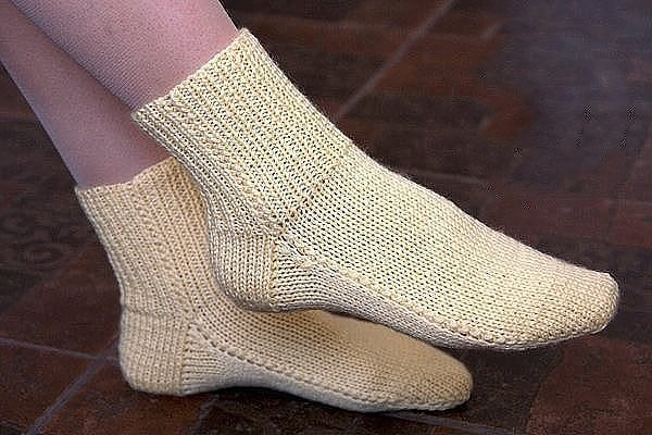 Носки на двух спицах без шва. Простой способ (Вязание спицами)