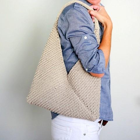 Простая, но оригинальная сумка (Вязание спицами)