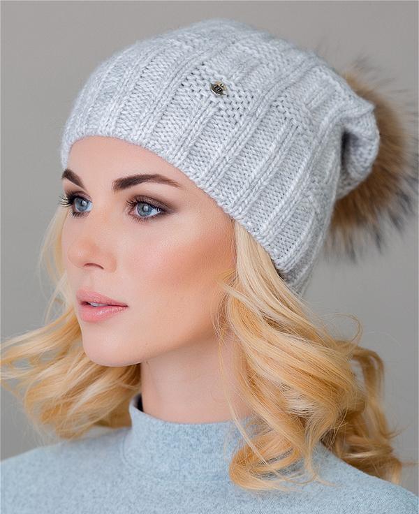 Теплая однослойная шапочка  узором из лицевых и изнаночных (Вязание спицами)