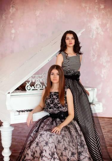 Фортепианный Дуэт София Сахнова И Антонина Лузько В Платьях L-Alix Collections (2)