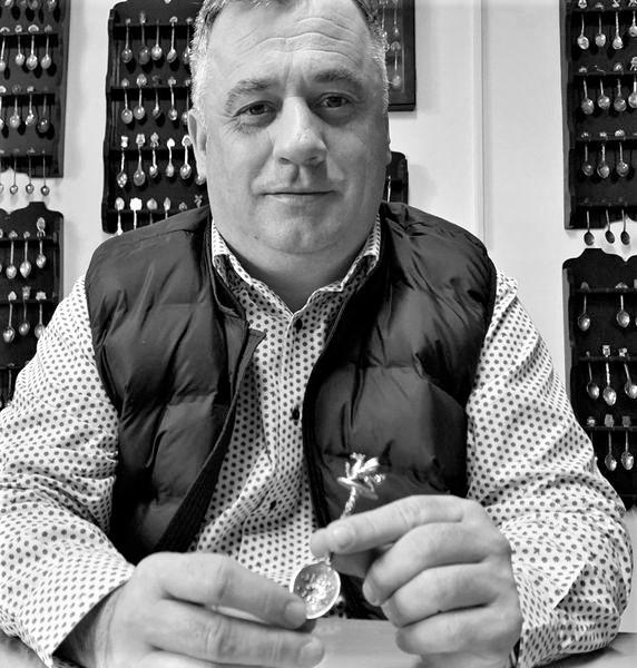 Pesedistul Giurcă - mare colecționar de... lingurițe. Sursa: Cancan.ro
