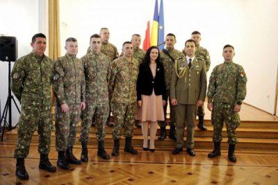 Militarul vulcănean Mușat descoperit de ministrul Intotero la Varșovia