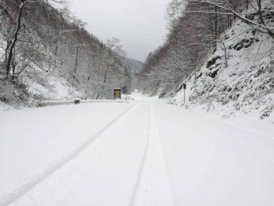 Circulație fără probleme pe drumurile județene. Se intervine pentru deszăpezire în Munții Orăștiei.
