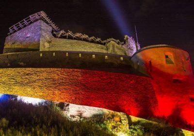 """Cetatea Deva și Centrul Cultural """"Drăgan Muntean"""" vor fi iluminate în culorile Tricolorului, de ziua Unirii"""