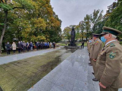 Oficialități hunedorene au dat onorul Armatei Române la Monumentul Eroilor din Deva