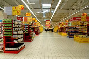 Românii intenţionează să cheltuiască cel mai mult dintre europeni pe cadouri, raportat la venituri