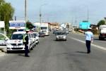 Pe drumurile publice fără permis de conducere şi cu vehicul neînmatriculat