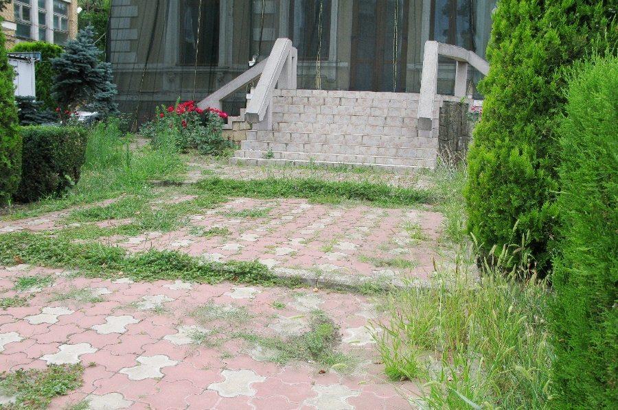 Centrul municipiului Tecuci: O carte de vizită lăsată la voia întâmplării – Foto