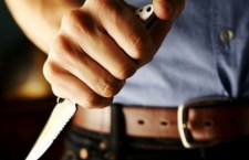 S-a ales cu un cuţit în inimă de la presupusul amant al soţiei