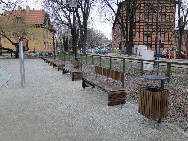 b_730_b5b7493cda1c4edc90e7d84721786b33 Dostawa i montaż małej architektury na Wyspie Młyńskiej w Bydgoszczy